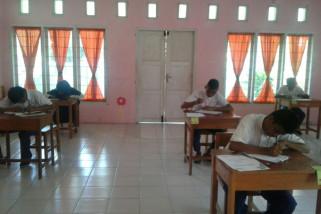 Siswa SMP-LB Gorontalo Utara Ujian Nasional Manual