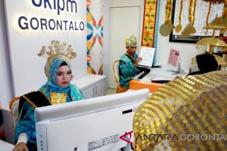 SKIPM Gorontalo Kenakan Pakaian Adat Layani Masyarakat