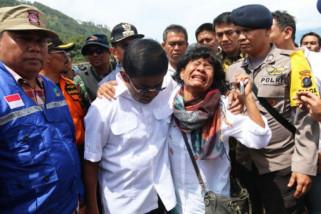 Mensos Sampaikan Pesan Presiden ke Korban Kapal Sinar Bangun
