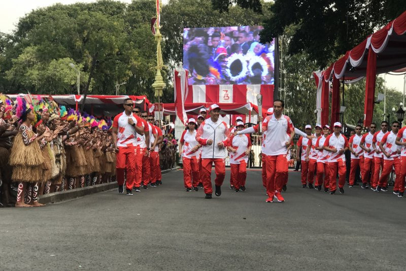 Presiden Sambut Obor Asian Games di Istana