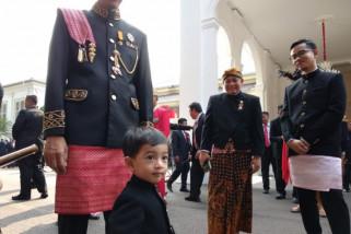 Gaya Jan Ethes, Cucu Presiden Jokowi Saat Upacara Kemerdekaan