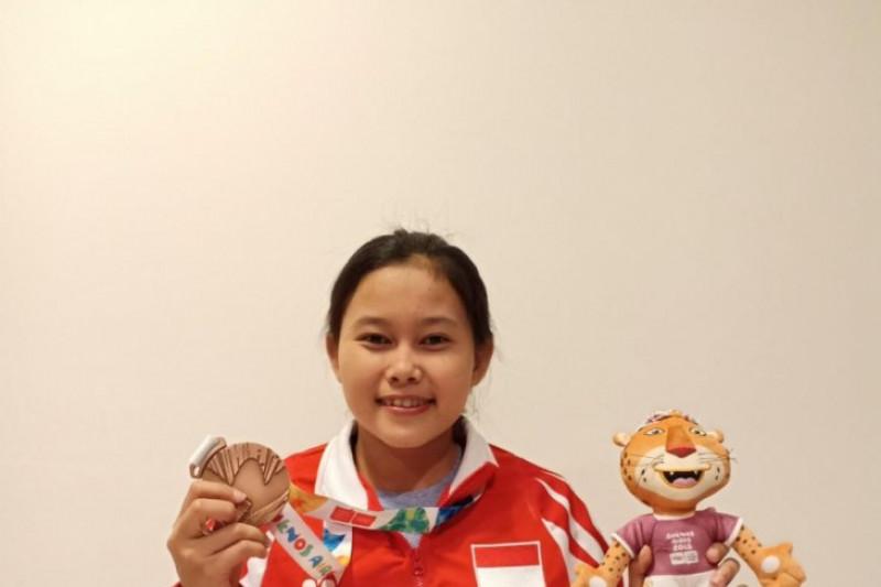 Nur Vinatasari Raih Medali Pertama Olimpiade Remaja