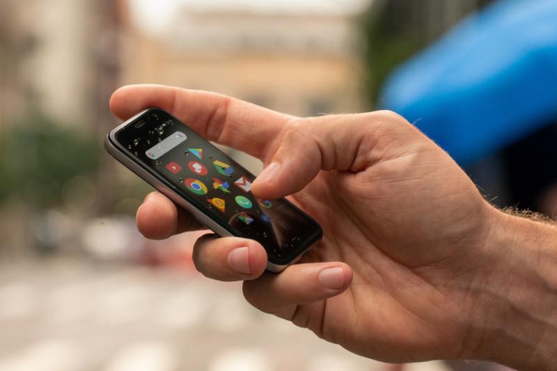 """Ponsel Mini """"Palm"""" Akan Hadir Bulan Depan"""