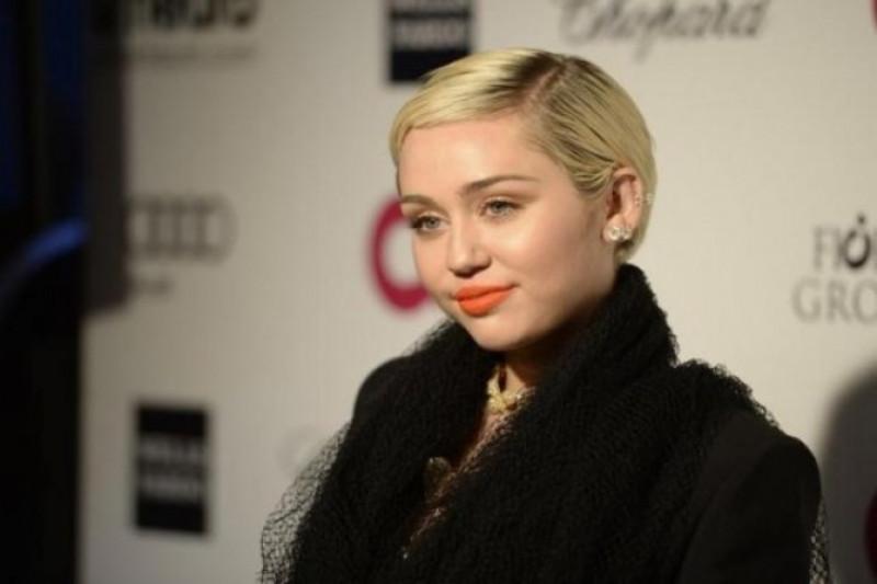 Miley Cyrus Bikin Heboh Saat Promo Lagu Baru