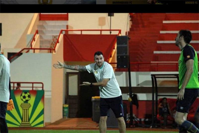 Simon McMenemy Berhasrat Latih Timnas Indonesia