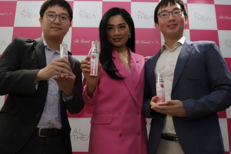 Titi Kamal Luncurkan Parfum