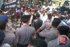 Polisi kawal demo kunjungan presiden ke Jambi