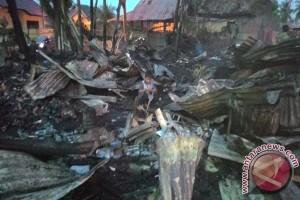 Puluhan kios Pasar Angso Duo terbakar