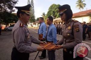 Kapolresta berikan penghargaan anggota tangkap pelaku bom