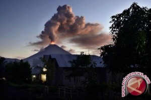 Gunung Soputan kembali meletus