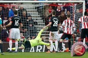 Klasemen Liga Inggris, Manchester United kian berat ke empat besar