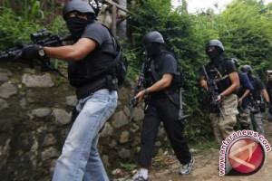 Densus tangkap suami istri terduga teroris di Bekasi