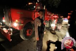 Panik hindari kemarahan warga, petugas pemadam tewas tergilas mobil