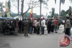 Paripurna hari jadi Kota Jambi diwarnai aksi demonstrasi