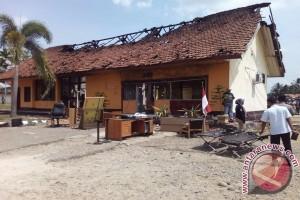 Gubernur sayangkan insiden pembakaran Mapolsek Tabir