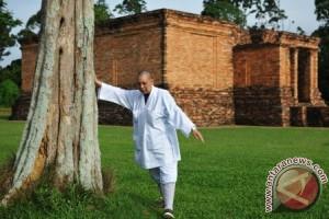 Kunjungan Biksuni di Candi Jambi