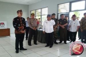 Pilkada 2017 - Gubernur Jambi Pantau TPS di Lapas