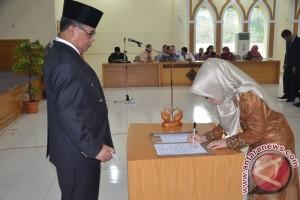 Rektor Unja Lantik Lima Dekan Baru