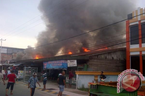 Kebakaran hebat di Kualatungkal hanguskan 14 unit bangunan