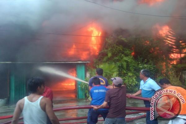 Pascakebakaran hebat di Kualatungkal, puluhan jiwa kehilangan tempat tinggal