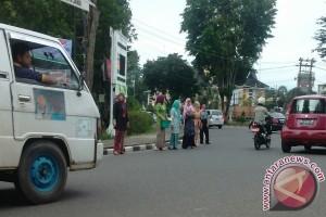 Pengendara di Jambi distop puluhan ibu-ibu