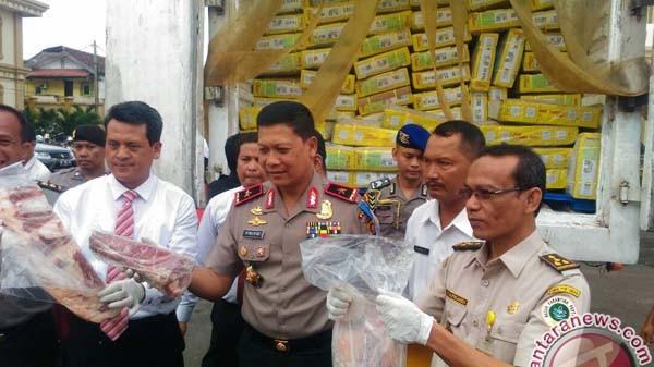 Polisi amankan 12 ton daging impor ilegal