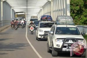 Lebaran 2017 - Arus mudik Jalinsum didominasi kendaraan pribadi