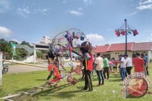 Lebaran 2017 - Panjat Pinang cara warga Betung meriahkan Idul Fitri