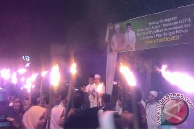 Ribuan warga ikuti pawai obor sambut 1 Muharram  (Video)