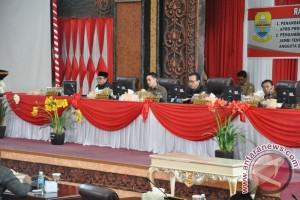 Banggar DPRD sampaikan laporan terkait KUPA-PPAS Perubahan 2017