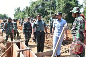 Pangdam Sriwijaya tinjau pembangun jalan program TMMD