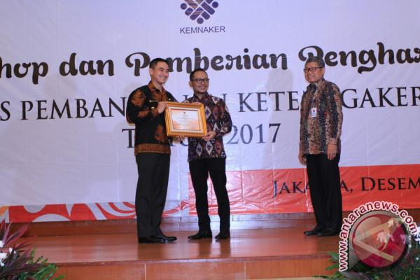 Jambi Terima Penghargaan Peringkat Pertama Urusan Ketenagakerjaan