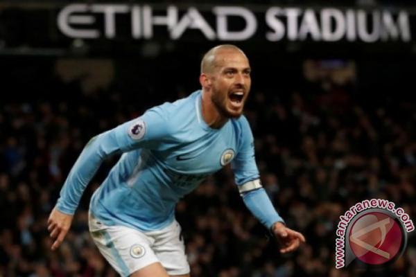 Manchester City tundukkan Swansea 4-0  Catatkan Rekor 15 Kemenangan