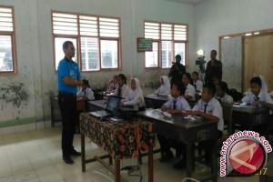 Dirut LKBN Antara mengajar di pedalaman