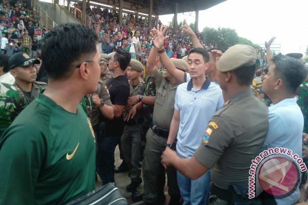 Diwarnai kericuhan Batanghari juarai Piala Gubernur