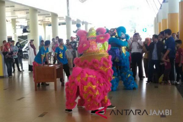 "Barongsai ""duel"" di Bandara Jambi"