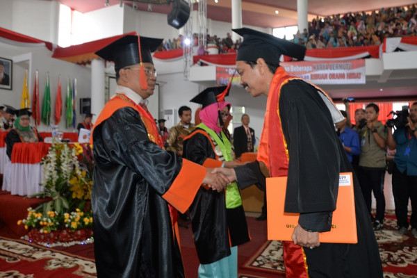 Universitas Jambi wisuda 979 lulusan