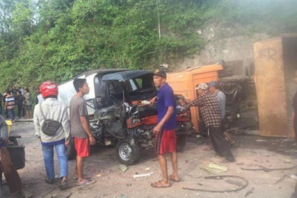 Empat tewas dalam tabrakan beruntun di Lampung