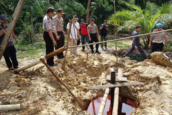 Polres Batanghari tutup lokasi sumur minyak ilegal