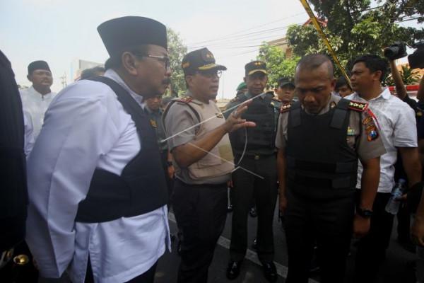 Ketenangan Surabaya terkoyak