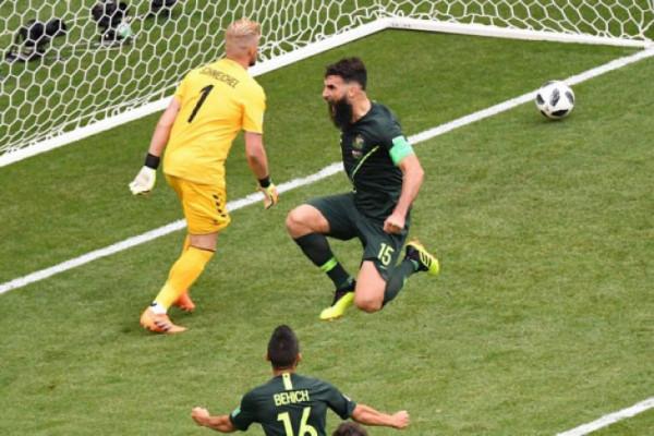 Australia tahan Denmark 1-1