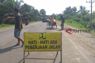 Perbaikan jalan Batanghari - Muaro Jambi terus dilakukan