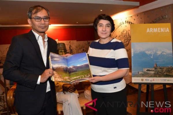 Buku Fotografi Armenia