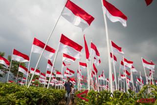 Bendera 702 meter dibentangkan di Teluk Kumai