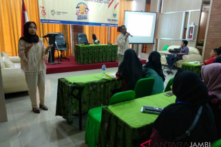 BUMN Hadir - Nabila telaten dampingi peserta disabilitas SMN Jambi