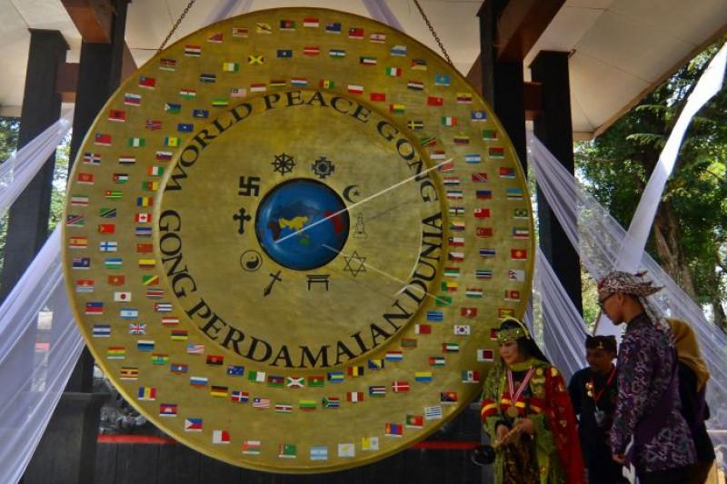 Ritual Gong  Perdamaian Dunia di Karangkamulyan Ciamis Jabar