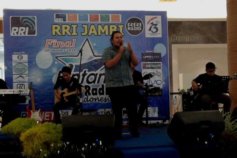 Sandy semangati yunior maksimal di pemilihan Bintang Radio