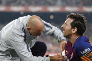 Messi absen tiga pekan karena retak pada lengannya