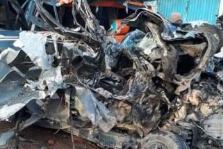 Empat tewas akibat tabrakan truk dan travel di Bengkalis