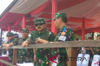 Panglima TNI tinjau latihan tempur di Situbondo